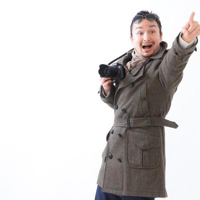 「ランドマークを見つけては指をさすドイツからの観光客」の写真素材