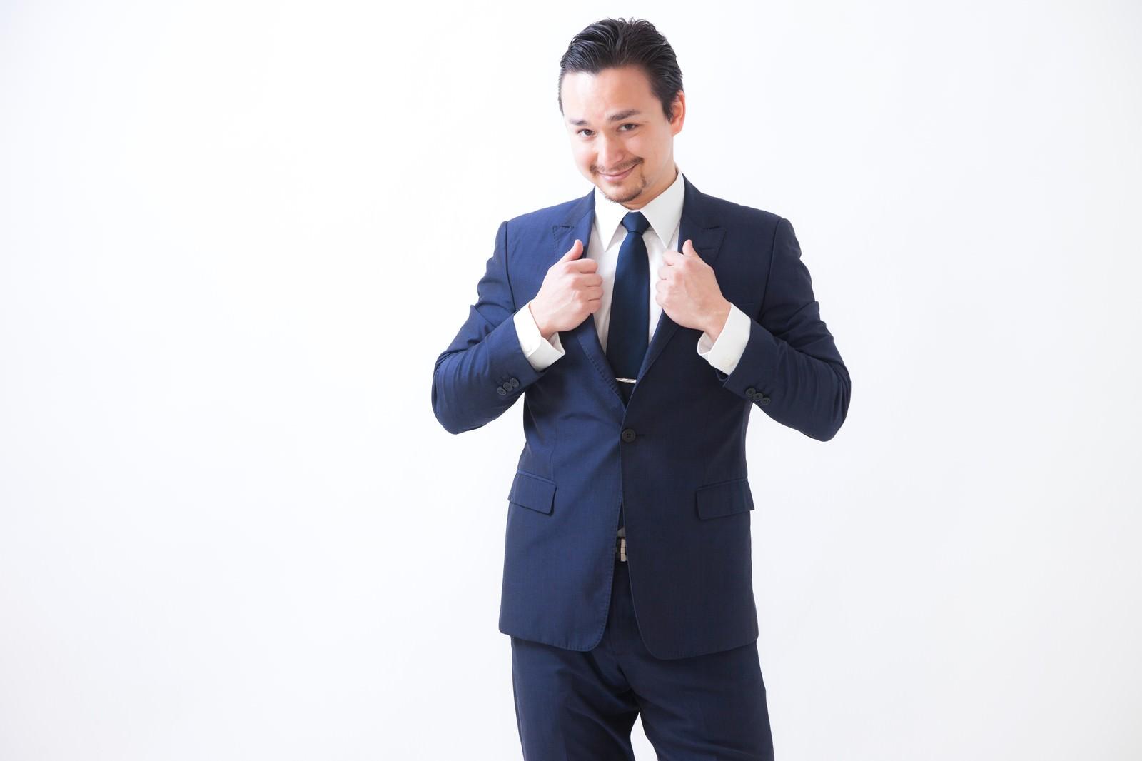 「スーツが似合うドイツ人ハーフ」の写真[モデル:Max_Ezaki]