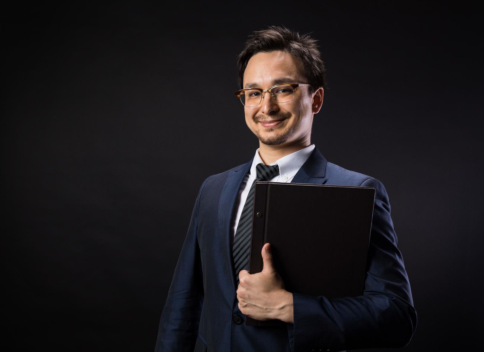 「GDPRの遵守を啓蒙する法務担当者」の写真[モデル:Max_Ezaki]