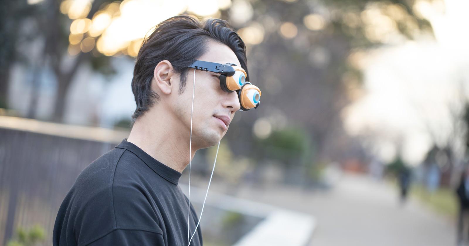 「黄昏れるクレイジーメガネ」の写真[モデル:大川竜弥]