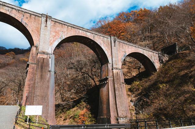 アーチ型の石橋(めがね橋)の写真