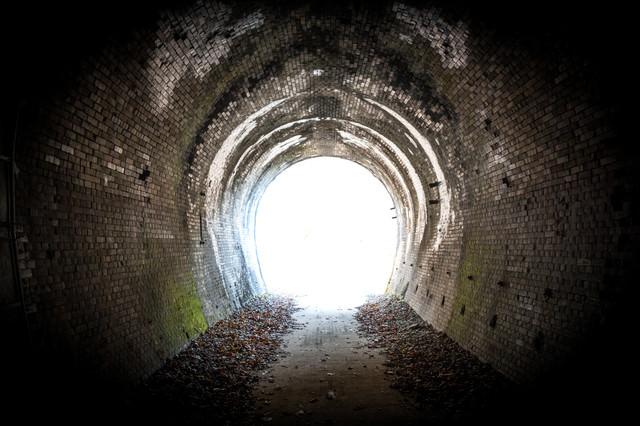 廃線トンネルを抜けての写真