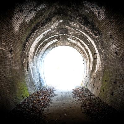 「廃線トンネルを抜けて」の写真素材