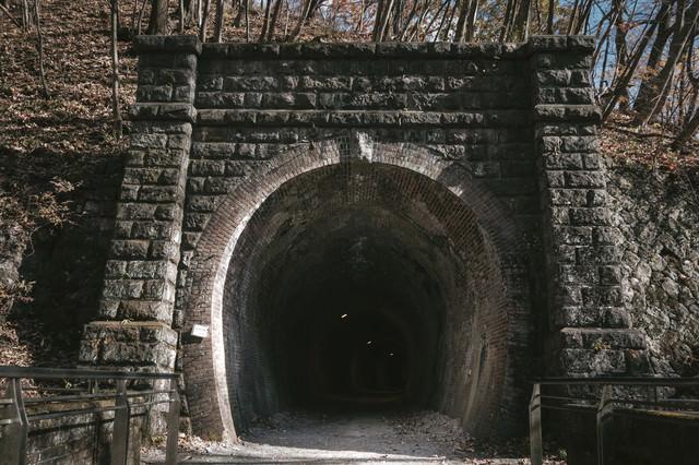 廃線トンネル入口の写真