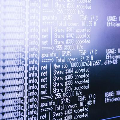 「自動マイニングソフトで仮想通貨を採掘」の写真素材