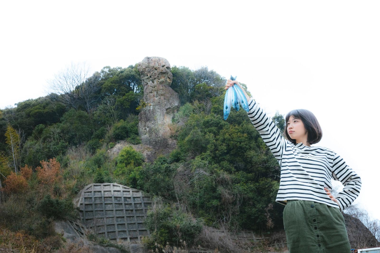 「鯖くさらかし岩は落ちません(時津町)」の写真[モデル:塩田みう]