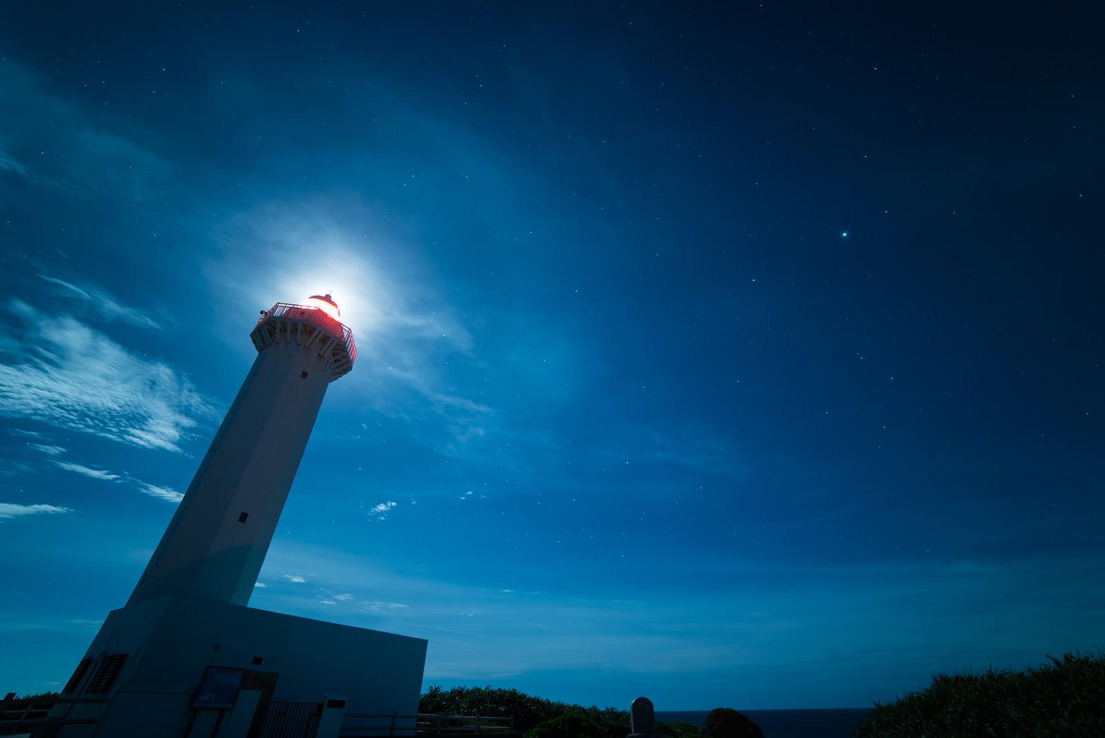 「平安名埼灯台(夜景)」の写真