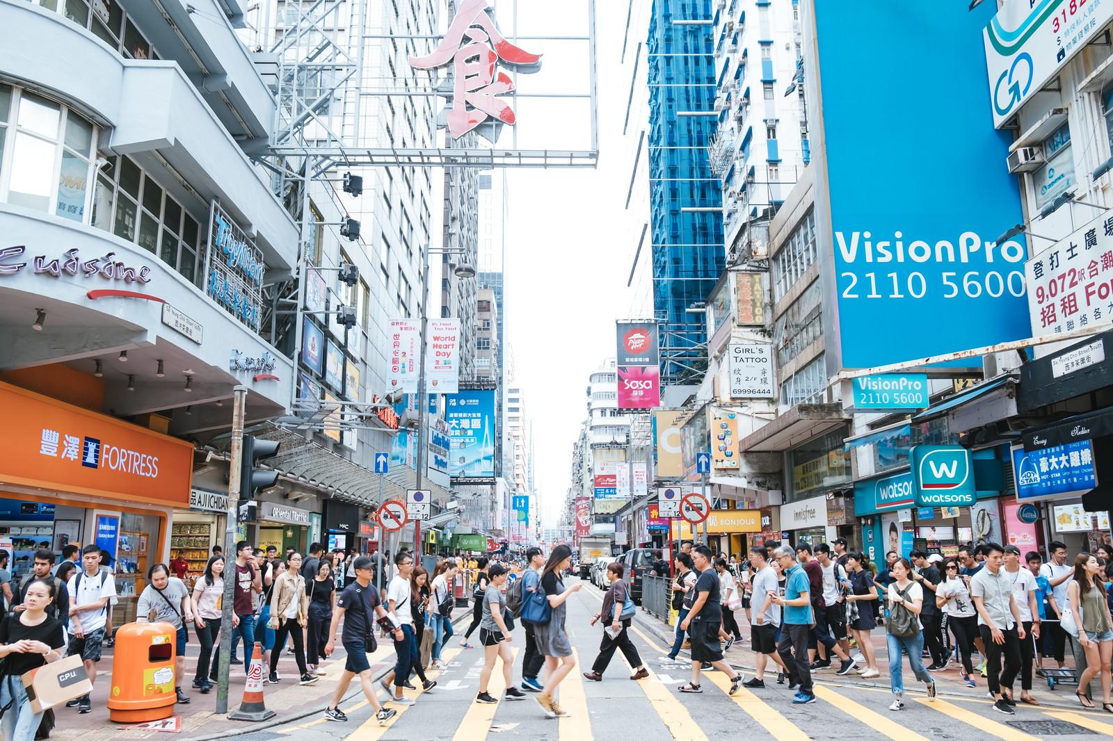 「香港都市部の人混み」の写真
