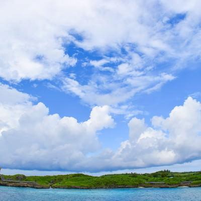 「孤島のような入り江」の写真素材