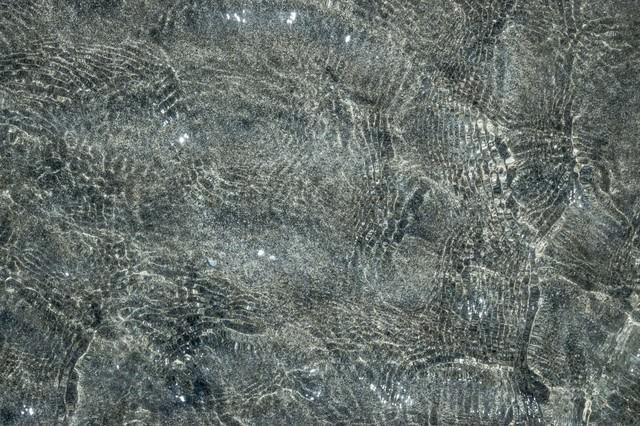 砂と水面の写真