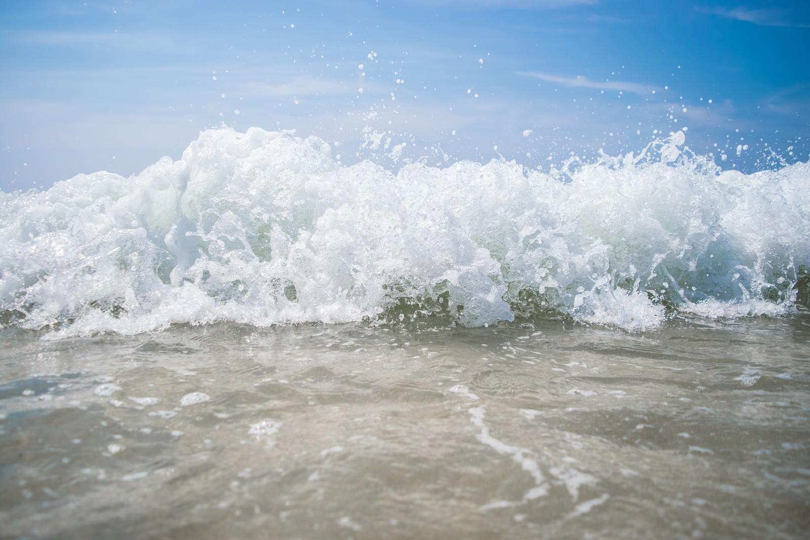 波しぶき近い | ぱくたそ-フリー...