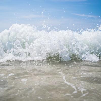 波しぶき近いの写真