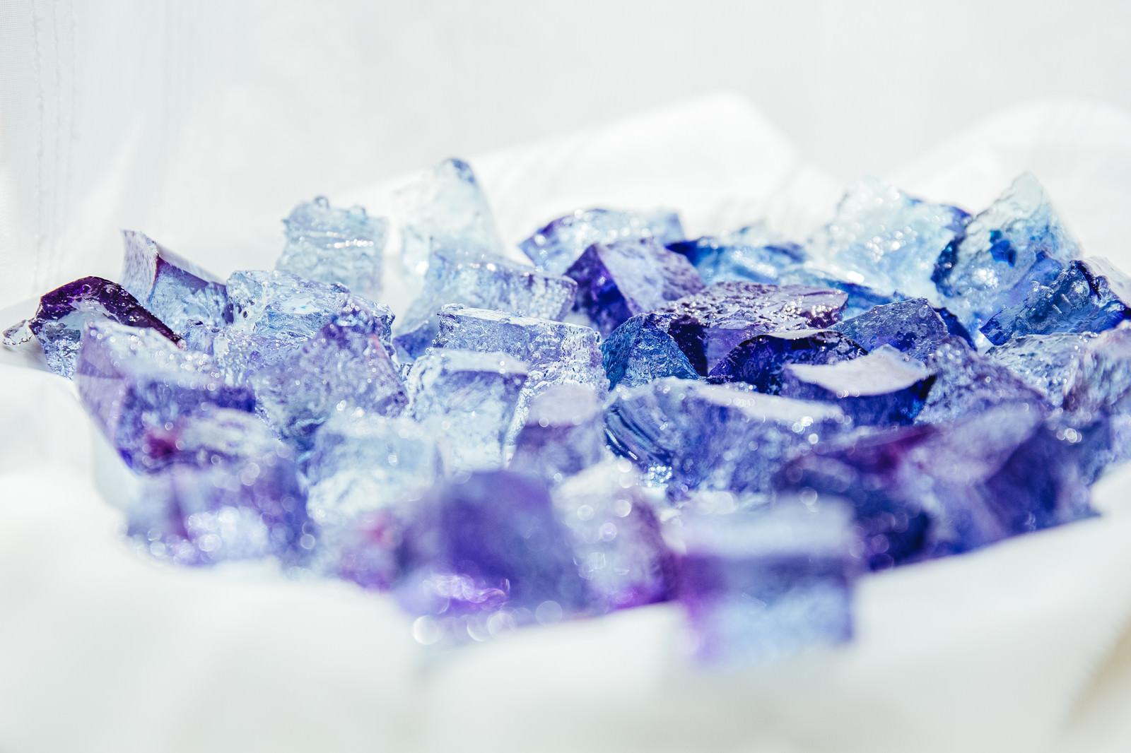 「青い琥珀糖」の写真
