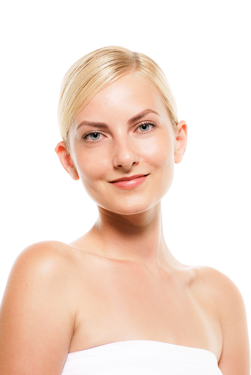 「微笑むロシア人モデルの表情(バストアップ)」の写真[モデル:モデルファクトリー]