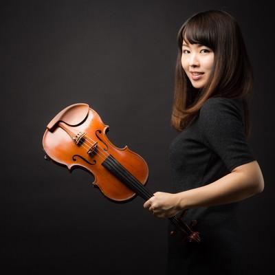 「ヴァイオリンと女性」の写真素材