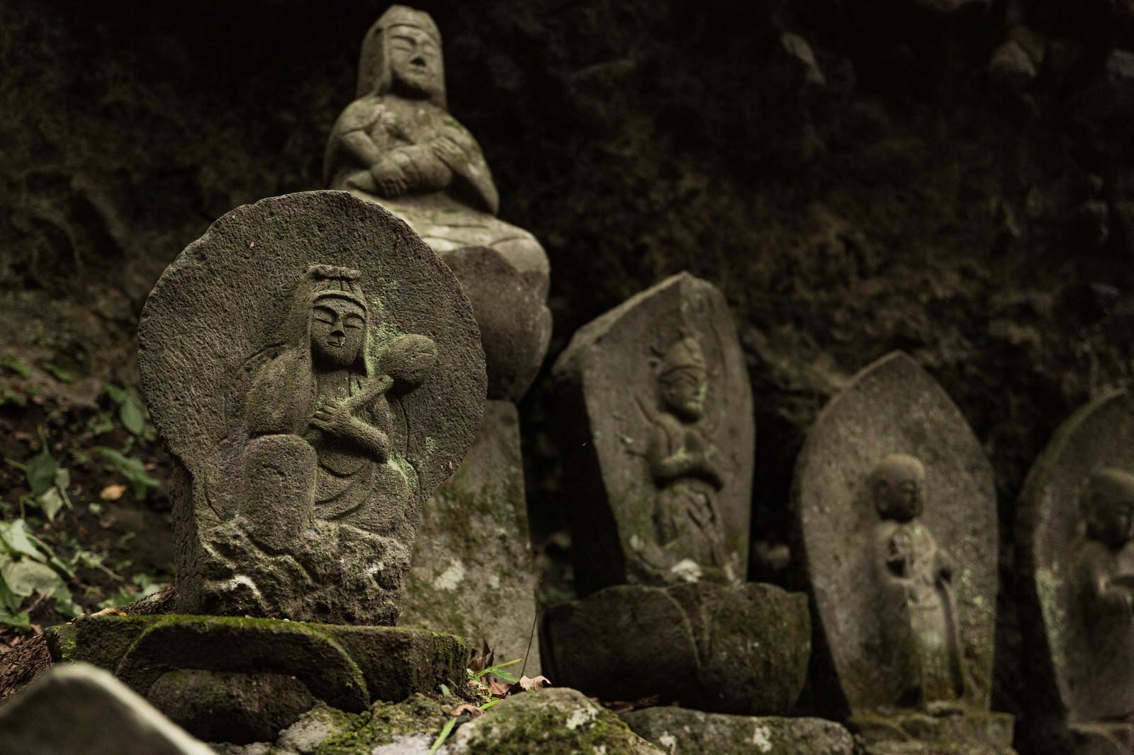 「滝沢観音石仏群の石像」の写真