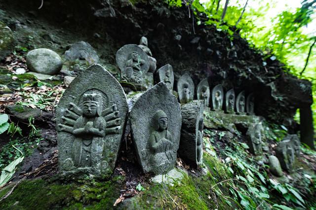 滝沢観音石仏群の様子の写真