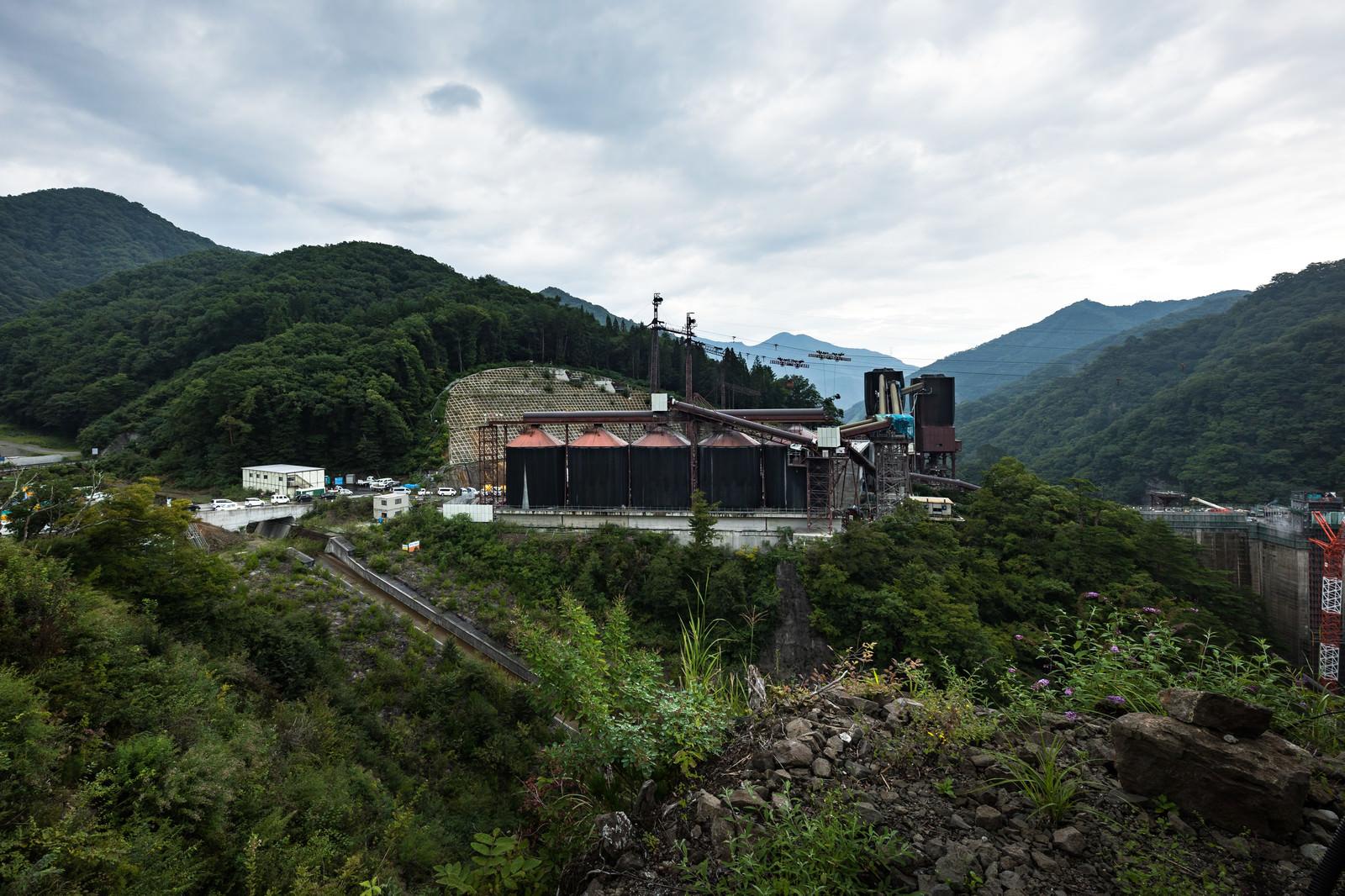 「八ッ場ダムのコンクリート製造施設」の写真