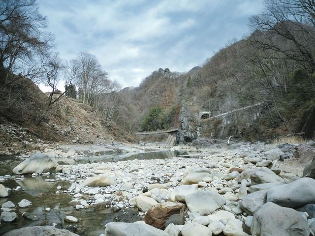 八ッ場ダムの水没予定の吾妻川の写真