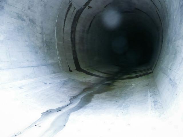 八ッ場ダムの仮排水トンネルの写真