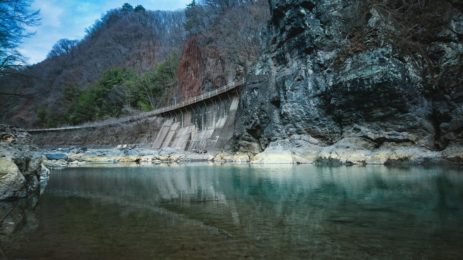 「川原湯岩脈(臥龍岩)」の写真