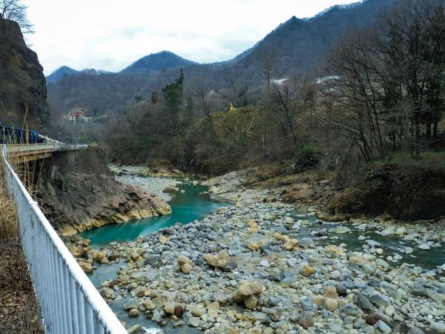 臥龍岩と吾妻川(八ッ場ダムによる水没予定地)の写真