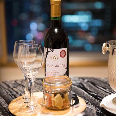 夜景とワインの写真