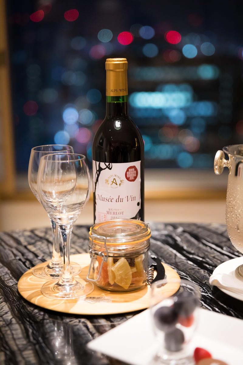 「夜景とワイン」の写真