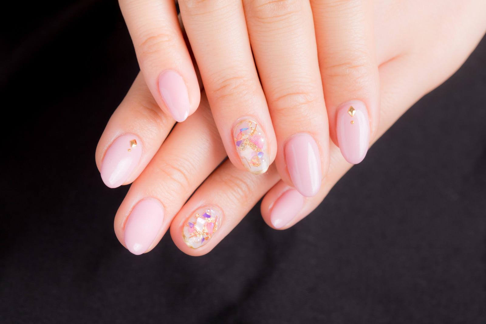 「ピンクネイルデザイン」の写真
