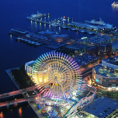 「ランドマークタワーから横浜コスモワールドとベイブリッジ」の写真素材