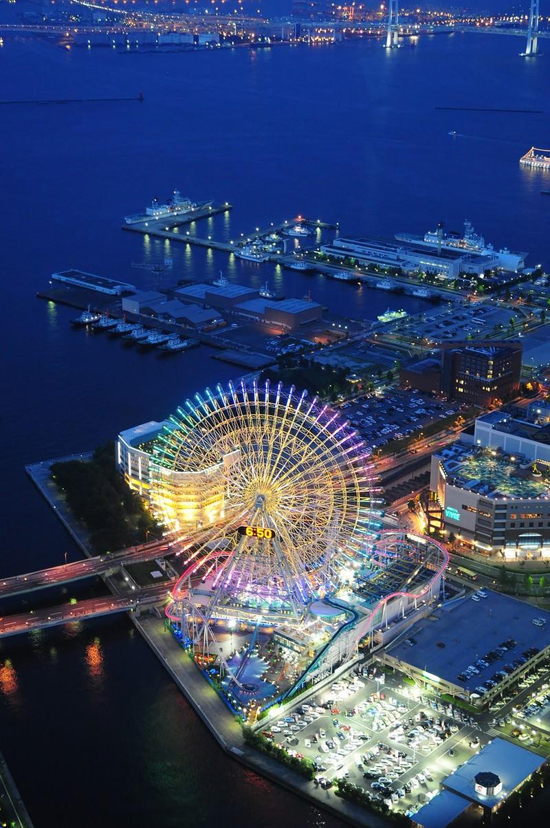「ランドマークタワーから横浜コスモワールドとベイブリッジ」の写真