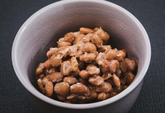 お椀に入った納豆の写真