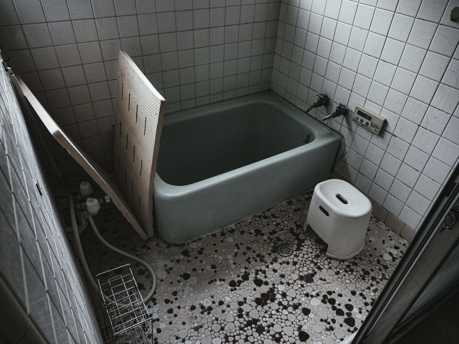 「昭和感漂うタイルのお風呂」の写真