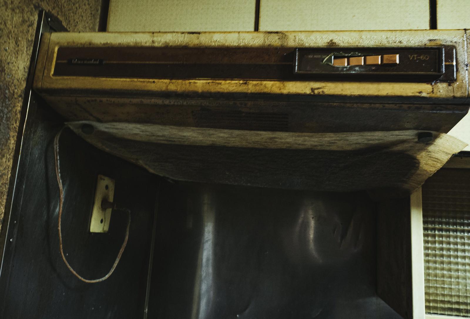 「掃除を怠った換気扇の末路」の写真