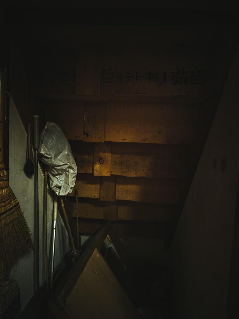 「階段下の収納スペース」の写真