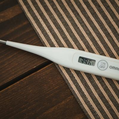「仮病に使える体温計写真」の写真素材