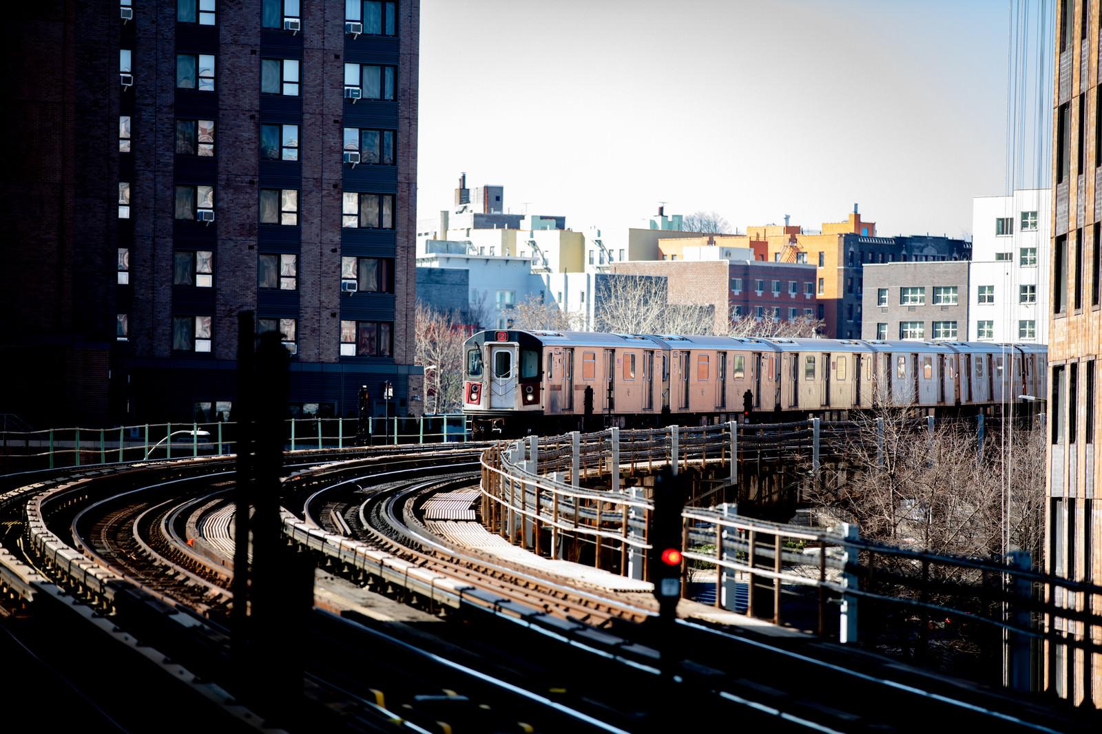 「市街を走る電車(ニューヨーク)」の写真