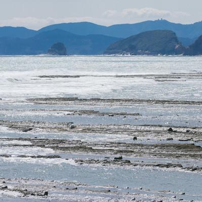 「洗濯板みたいなゴツゴツが続く鬼の洗濯岩(宮崎県日南市)」の写真素材