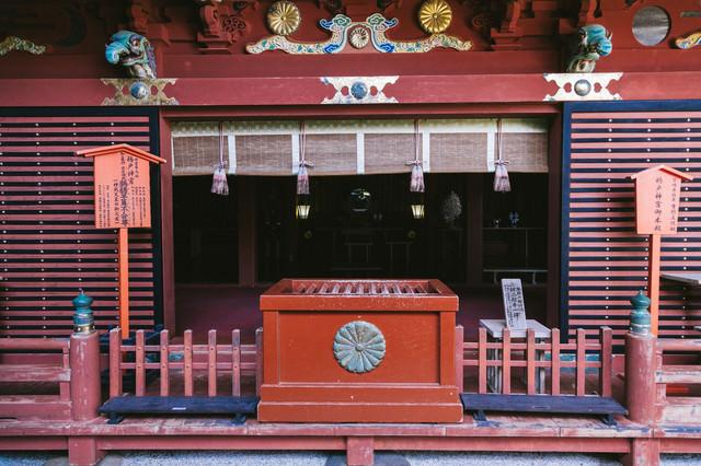 鵜戸神宮御本殿前のお賽銭箱の写真
