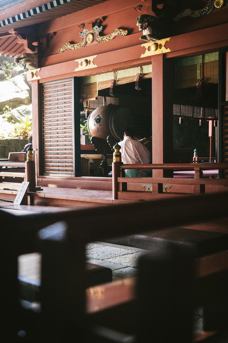 「鵜戸神宮神殿内の様子」の写真