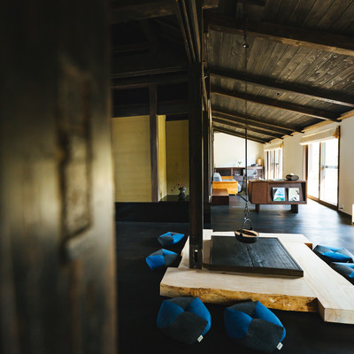 「天井の高い古民家宿泊施設」の写真素材