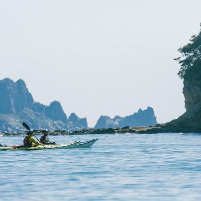 「日南市の栄松ビーチでシーカヤックの水上散歩」の写真素材