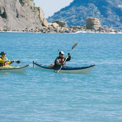 「穏やかな海でのシーカヤック」の写真素材