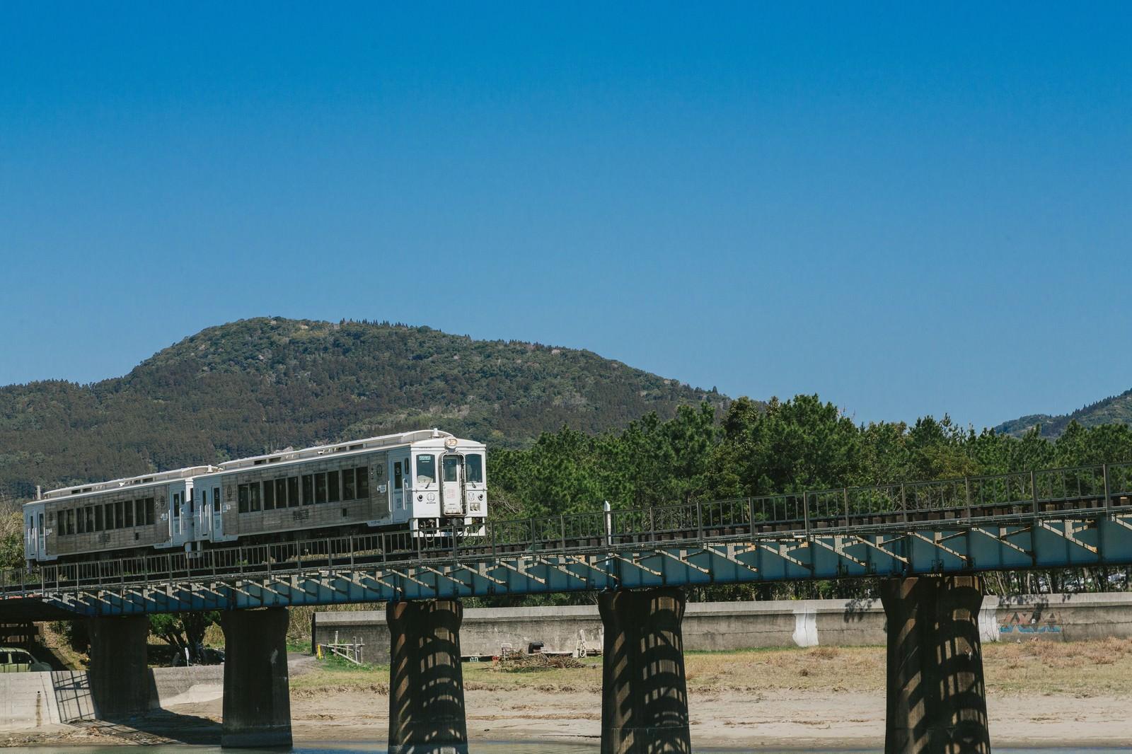 「乗車率1位のJR九州の観光列車「海幸山幸」」の写真