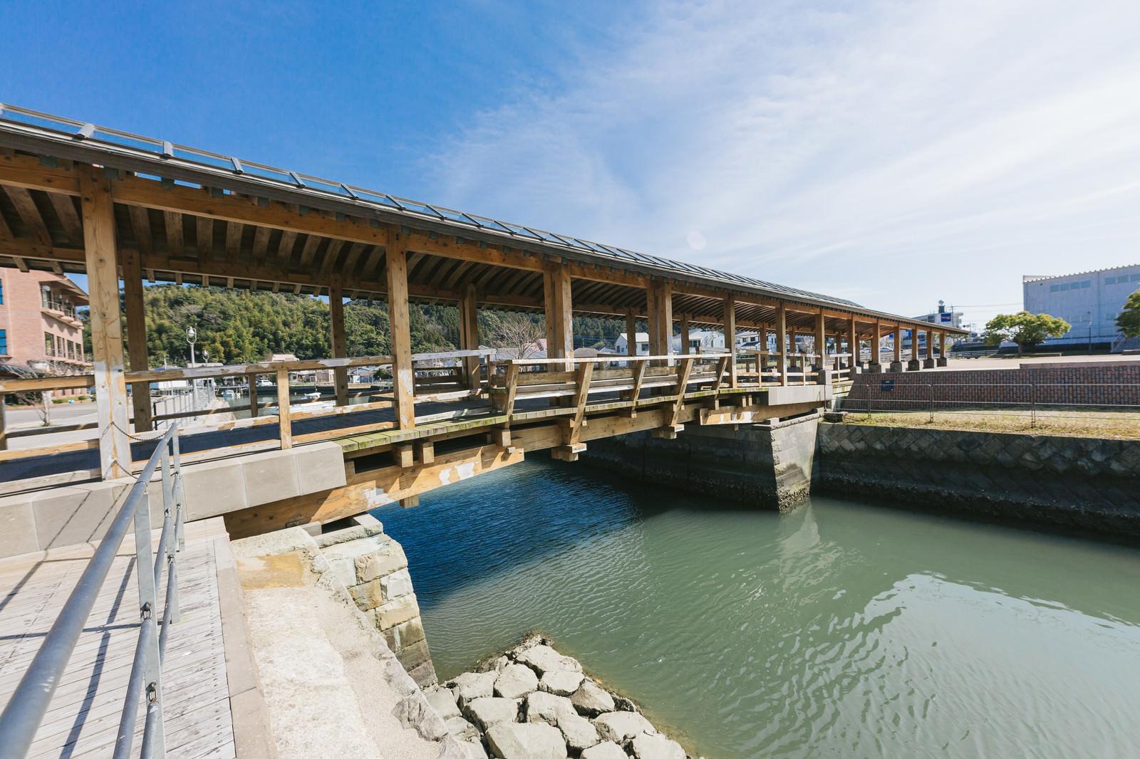 「堀川運河にかかる夢見橋」の写真