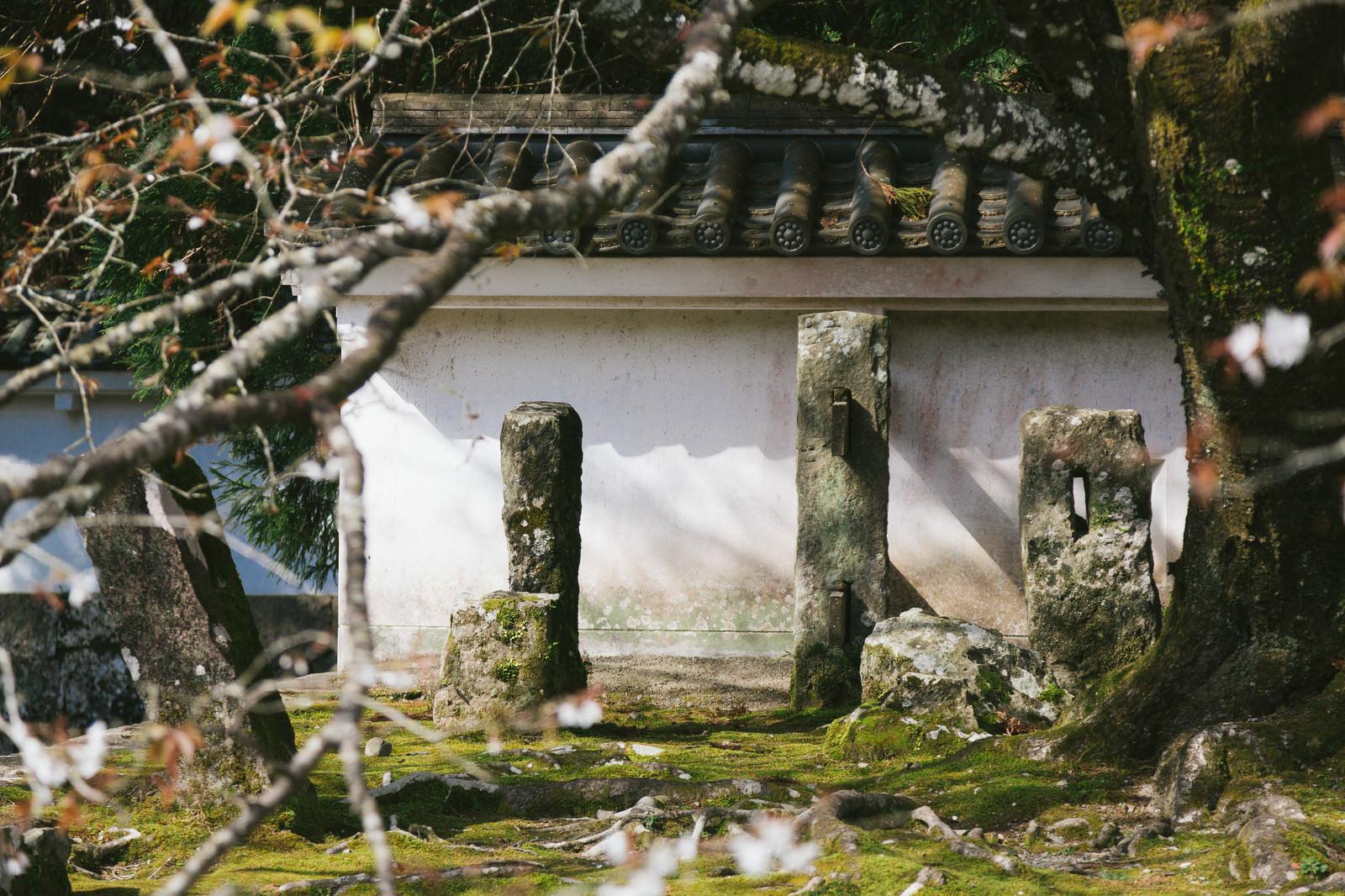 「飫肥城の塀を支える石柱」の写真