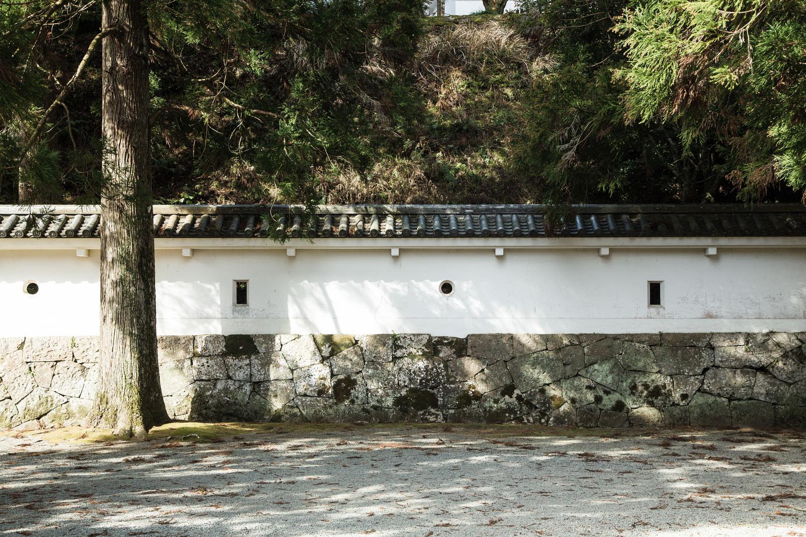 「鉄砲や弓で狙える狭間(飫肥城)」の写真
