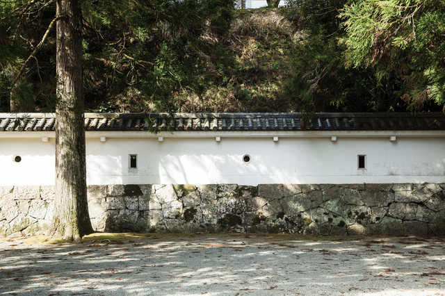 鉄砲や弓で狙える狭間(飫肥城)の写真
