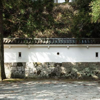 「鉄砲や弓で狙える狭間(飫肥城)」の写真素材