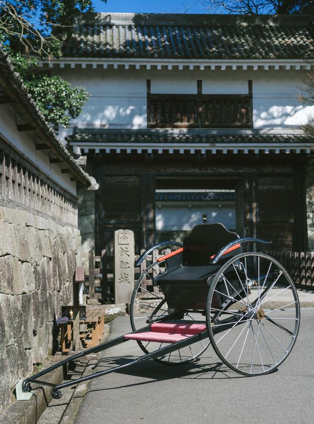 飫肥城大手門前の人力車の写真